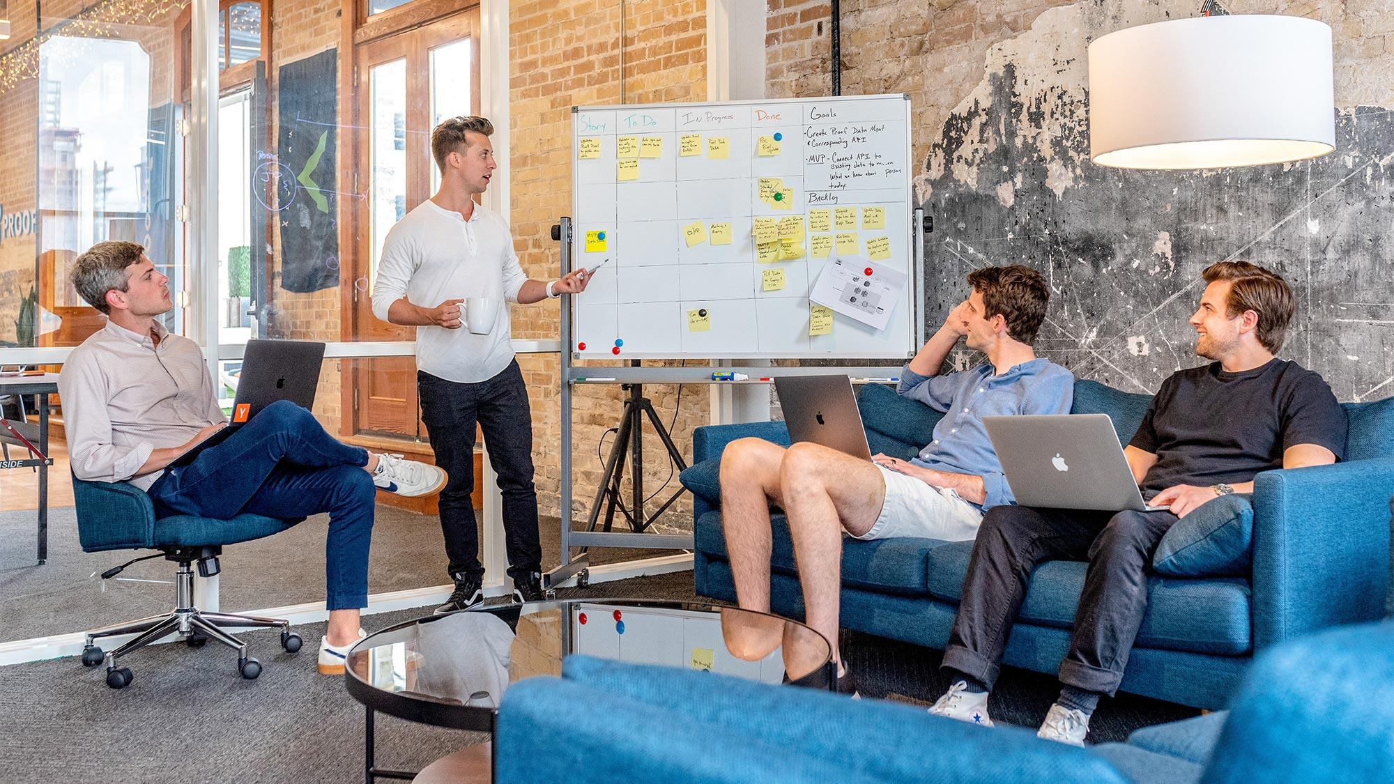 Online-Marketing Besprechung in einem Unternehmen